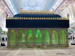 Central Tomb Chamber - Mausoleum of Ayatollah Khomeini - Tehran Iran (WanderingPJB) Tags: flickruploaded green iran tehran islamicrepublic mausoleum ayatollahkhomeinii centraltombchamber cmwdgreen colourfulworld