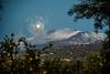 Der Mond geht über dem Ätna unter (matthias_oberlausitz) Tags: etna ätna sizilien italien italy berg vulkan la terre del sogni mond wolken nebel rauch