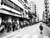 2018-04-02F (Fco. J. Gomez) Tags: streetphotography fotografiacallejera fotografiaurbana fotodecalle procesión semanasanta niño esperando blanco y negro byn bw
