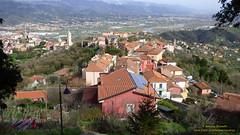 P1460375 (bebsantandrea) Tags: vezzano ligure liguria lunigiana panorama pasqua pasquetta borgo vicoli piazza pozzo storia chiesa torre castello
