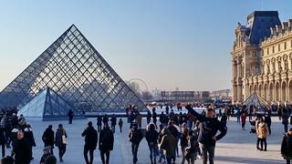 566 Paris en Février 2018 - Pyramide du Louvre