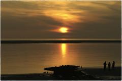 Sunset Borkum (Heinze Detlef) Tags: sonneborkum wasser meer menschen urlauber strand spiegelung sunset insel wolken himmel