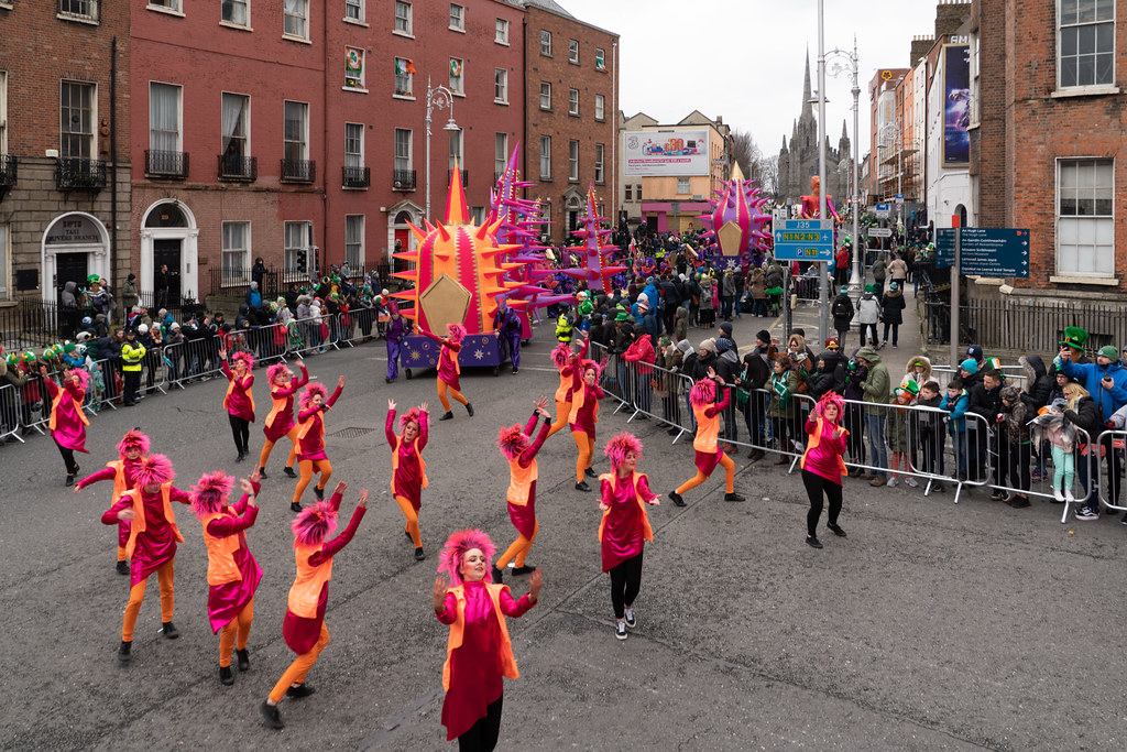 SPIKY TRIBE BY THE INISHOWEN CARNIVAL GROUP [DUBLIN PARADE 17 MARCH 2018]-137733