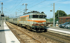 """BB 22355 """"Sèvres"""" + TER 17446, Antibes, 25th August 2004 (cfl1969) Tags: antibes sncf bb22200 bb22355"""