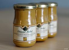 Mustard's bokeh (petit_filou77) Tags: moutarde mustard bokeh nikon nikkor yellow miel honey