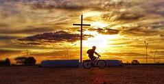 BRASÍLIA - Sunset (sileneandrade10) Tags: sileneandrade pôrdosol sunset bike
