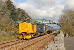 37424 departs Grange Over Sands with 2C48 1156 Carlisle - Lancaster 31/03/18. (chrisrowe37419) Tags: 37424 2c48 1156 carlisle lancaster 310318 37558 largelogo grangeoversands avrovulcan