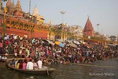 Varanasi (Rolandito.) Tags: asia india varanasi benares river ganga ganges people crowd