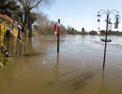 River Trent floods gardens at Shardlow, Derbyshire - April 2018 (camano10) Tags: flood rivertrent water shardlow derbyshire