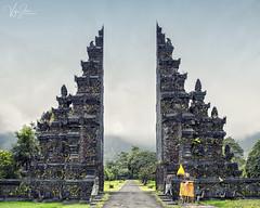 Handara Gate, Bali (V I J U) Tags: 2017 asia bali canon5d indonesia sept travel vijujose gate canoneos5dmarkiii ef24105mmf4lisusm handaragate