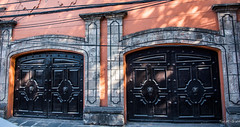 2018 - Mexico City - Doors/Windows - 7 of 13 (Ted's photos - For Me & You) Tags: 2018 cdmx coyoacan cropped mexico mexicocity nikon nikond750 nikonfx tedmcgrath tedsphotos tedsphotosmexico vignetting doors doorway entrance entry garagedoor garage arches streetscene street