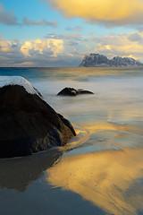 light (Sandra Bartocha) Tags: lofoten norway sandrabartocha beach winter