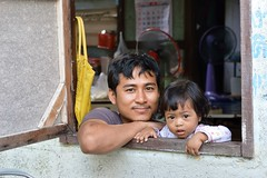 father and daughter in a window (the foreign photographer - ฝรั่งถ่) Tags: father daughter window khlong thanon portraits bangkhen bangkok thailand nikon d3200