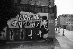 Bienvenue à Vevey (Toni_V) Tags: m2407192 rangefinder digitalrangefinder messsucher leica leicam mp typ240 type240 35lux 35mmf14asphfle summiluxm vevey graffiti streetart charleschaplin bw monochrome blackwhite schwarzweiss sep2 silverefexpro2 niksoftware waadt vaud switzerland schweiz suisse svizzera svizra europe ©toniv 2018 180407