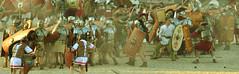 Battaglia finta, legnate vere! (Colombaie) Tags: xvi natalediroma natalidiroma fseteggiamenti fondazione città roma circo massimo 2018 22aprile ricostruzioni storiche costumi gente persone ritratto street romani festeggiamenti scena battaglia caledoniani britanni giulioagricola scozia zuffa pugna cozzo corazze scudi lance frecce spade feriti ricostruzione polvere urla grida uomo maschio uomini insieme comparse