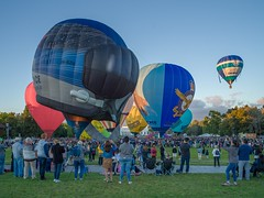 Canberra Balloon Spectacular 2018 - 4 - Parkes - ACT - Australia - 20180310 @ 07:08 (MomentsForZen) Tags: red heart helmet airforce sky dawn baskets oldparliamenthouse people balloonfestival balloonspectacular balloons color x1d hasselblad mfz momentsforzen parkes australiancapitalterritory australia au