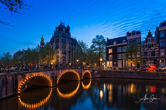 A view of the Leliegracht Bridge on the Keisersgracht Canal (Amsterdam, Holland 2015) (Alex Stoen) Tags: 1dx alexstoen alexstoenphotography amsterdam canals canon canoneos1dx ef1635f28liiusm holland streetphotography travel