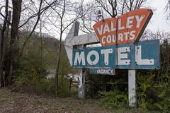 Valley Courts Motel, Tryon, NC (Dean Jeffrey) Tags: northcarolina tryon motel sign neon