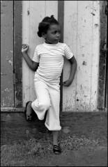 1971_0094-39_spot_20180215 (Réal Filion) Tags: québec canada fillette enfant noir bâtiment cabane racisme race noiretblanc blackandwhite quebec girl littlegirl child black building hut racism