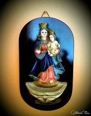 Imagen de la Virgen con el Niño (MariaTere-7) Tags: imagen lavirgenyelniño cuadro adorno lima perú maríatere7 capilla