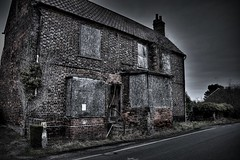 Bleak House. (Steve.T.) Tags: derelict abandoned house architecture essex emptyhouse derelicthouse danbury runsellgreen wickhamhouse condemned condemnedhouse condemnedbuilding nikon d7200 sigma18200 spooky creepy wickhamhouserunsellgreen oldhouse hauntedhouse boardedup abandonedhouse