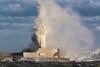 Leuchtturm im Wintersturm (tleesch) Tags: deutschland mecklenburgvorpommern meer orte ostsee sassnitz sturm wetter winter de