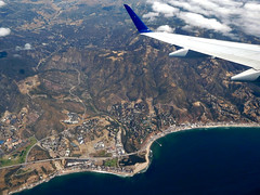 aerial view of Malibu, CA (kenjet) Tags: aerial view aerialview coastline coast westcoast california wing winglet inflight window windowseat fromthewindow land ocean e175 embraer ejet flugzeug plane jet airline airliner compass compassairlines dl dal delta deltaairlines