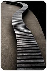 Témoin de tant d'histoires - Le Banc (Pyc Assaut) Tags: asseoir témoin de tant d'histoires le banc témoindetantd'histoires lebanc pyc5pyc pyc5pycphotography pycassaut poésie formes lignes fuite perspective noir sombre minimal black extérieur courbes zen contraste philo