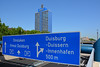 Duisburg - Innenstadt (68) - die A 59 (Pixelteufel) Tags: duisburg nordrheinwestfalen nrw innenstadt city stadtmitte stadtkern strase autobahn infrastruktur verkehr verkehrsschilder architektur fassade gebäude büro bürohaus bürogebäude office