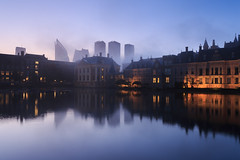 20170919-Canon EOS 6D-3692 (Bartek Rozanski) Tags: denhaag zuidholland netherlands binnenhof mauritshuis thehague government skyscraper skyline mist sunrise holland water reflection pond