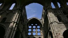 Vers le ciel (BrigitteChanson) Tags: villerslaville abbaye ruines pierres architecture gothique brabant wallonie