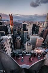 Vertigo (Perurena) Tags: edificios buildings ciudad city urbe vistas views vértigo perspectiva picado rockefellercenter topoftherock cielo nubes sky clouds manhattan nuevayork nyc estadosunidosusa