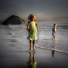 sea children (Sara Heinrichs (awfulsara)) Tags: ocean sea wow children kid moody surreal morrobay topf100 utatabythesea