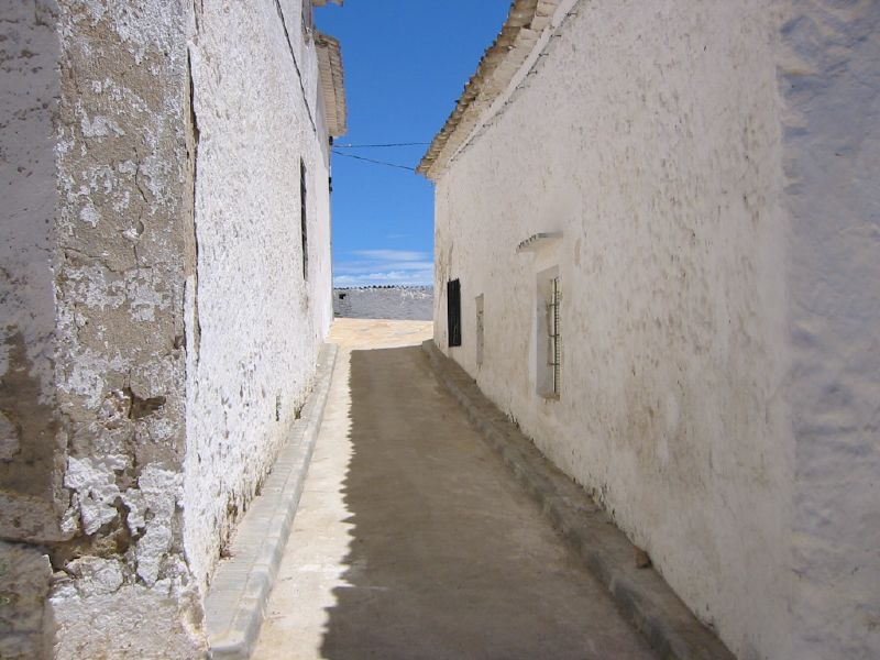 Photo de Castille La Manche n°4. Rue du village Castillo de Garcimuñoz
