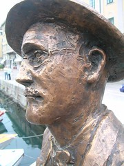 james joyce (video_max) Tags: trieste joice statua ponterosso statue writers scrittore letterature letteratura triest italia italy dublino bloom day spagnoli border line city