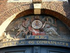 P.Berg Seil Flag og Compasmager (Brian Aslak) Tags: brick sign copenhagen denmark nyhavn europe flag carving doorway scandinavia danmark københavn denemarken dannebrog デンマーク tanska taani pbergseilflagogcompasmager danija dānija