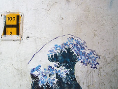 H for Hokusai of Hoxton (johanna) Tags: hackney hoxtonmarket hokusai yellownblue streetart londonaz h