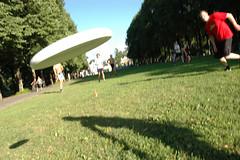 Airborne in the Vigeland Park (mrjorgen) Tags: frisbee ultimate oslo norway vigeland thevigelandpark frognerparken ezultimate ultimatefrisbee underskogno lawngame lawn portfolio mappe mappevisning minicardkandidat moocardkandidat flickrexplore explore