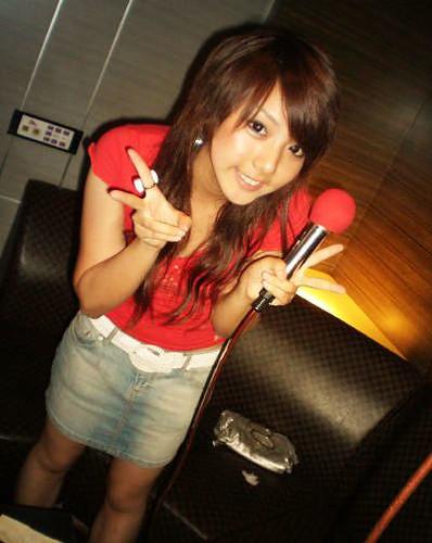 Japonka z mikrofonem.
