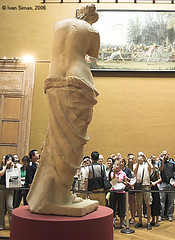 """No photos ! No photos !"", Musée du Louvre, Paris (isim) Tags: statue venus milo muséedulouvre itsonginvite"