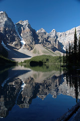 Moraine Lake from the Shore (Jimbo1239) Tags: lake snow mountains reflection water 500v20f nikond70 banffnationalpark morainelake canadianrockies jimbo1239 abigfave scoremenature46