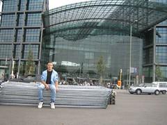 Berlin_Sep.06_08 (mike-michele) Tags: city berlin me station germany deutschland sightseeing central railway hauptbahnhof stadt stazione citta guida berlino lehrterbahnhof sehenswrdigkeiten