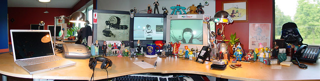 236281242 3cb1825ed1 z vector 25 Awesomely Cool Office Desk Setups