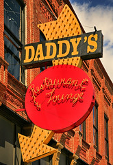 Daddy's (FotoEdge) Tags: old signs sign club lights downtown neon lounge kansascity missouri arrow daddys