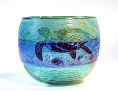 Cameo Turtle Bowl: Helen Millard (Reciprocity) Tags: blue green film glass 35mm interestingness 2000 turtle superia bowl cameo british glas artglass atelier tungstenlighting printscan glaskunst kunstglas studioglass reciprocity wheelcut helenmillard incalmo