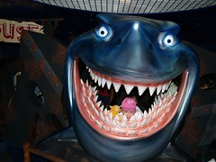 DISNEY EPCOT (lockleymd) Tags: shark findingnemo