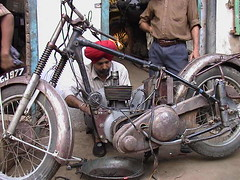 Arvinder, New Delhi (CatsFive) Tags: india ariel vintage interesting twin 2006 350 restore 600 motorcycle a7 newdelhi bsa matchless catsfive g80 arvinder