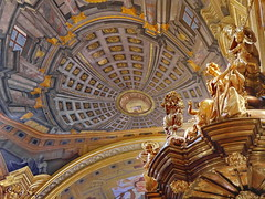Jesuitenkirche / Vienna (heinzkren) Tags: kanzel color farbe kuppel indoor gold church kirche panasonic lumix ostern kunst art architektur architecture religion decor eastersunday easter dome rostrum pulpit