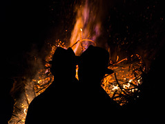 Paasvuur Ootmarsum 2018 (blokkadeleider) Tags: ootmarsum oatmörsken twente overijssel nederland niederlande netherlands oatmöske oaweriessel paasvuur easter bonfire pasen ostern osterfeuer fire vuur feuer paaskerels poaskeerls