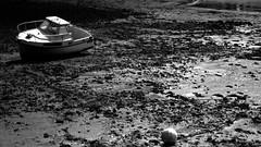Une bouteille à la mer (Keith J. Ohverlance (Travel)) Tags: france saintmalo malo bretagne illeetvilaine plage beach mareebasse lowtide sea ship bateau nb noiretblanc blackandwhite canon600d frenchlandscape landscape coastline coastal